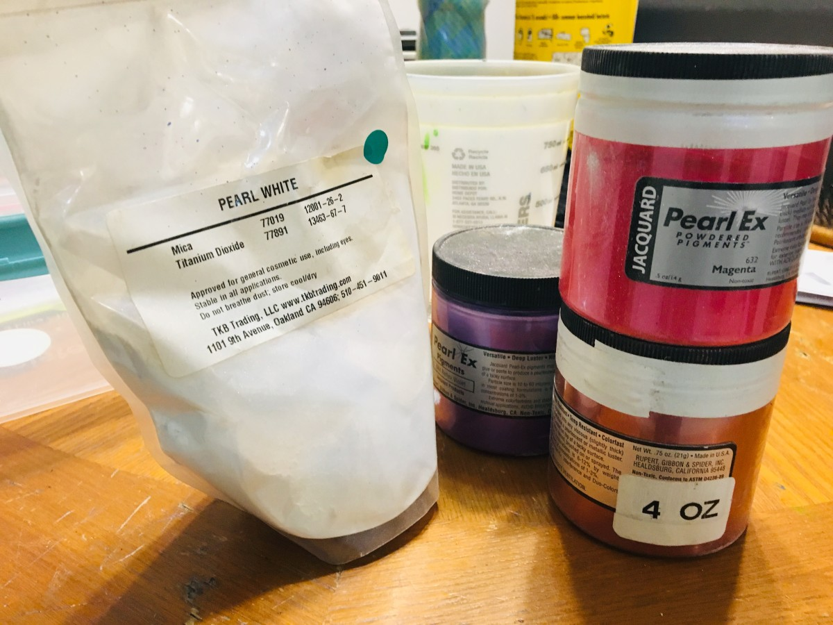 Various dry mica pigment powders