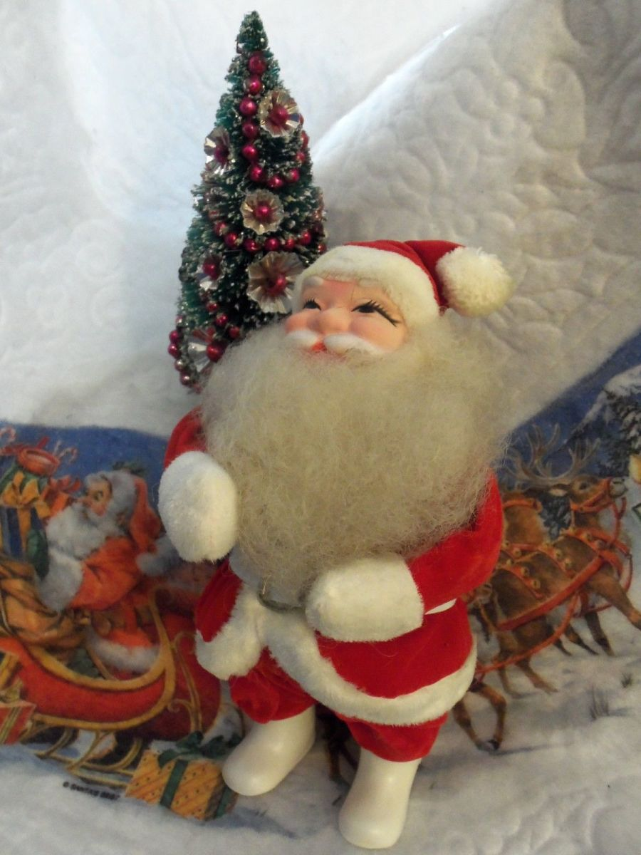 Here is a Vintage Rare Design Ten Inch Harold Gale Santa Claus; He is in over all good condition. Harold Gale began making display Santa's around 1946 at his home. His business continued to around 1987. Harold used only the finest materials with lo