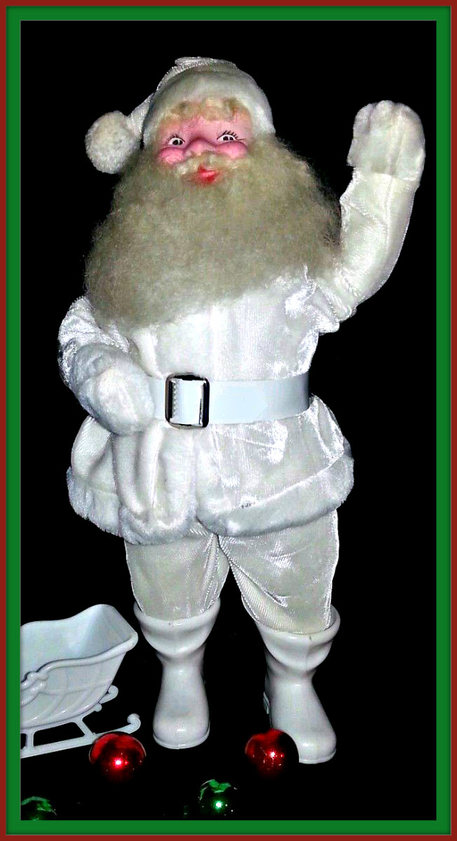 Vintage Harold Gale Santa Claus in excellent condition with  plastic belt and white molded plastic boots, and a charming ivory wool beard and wonderful face.