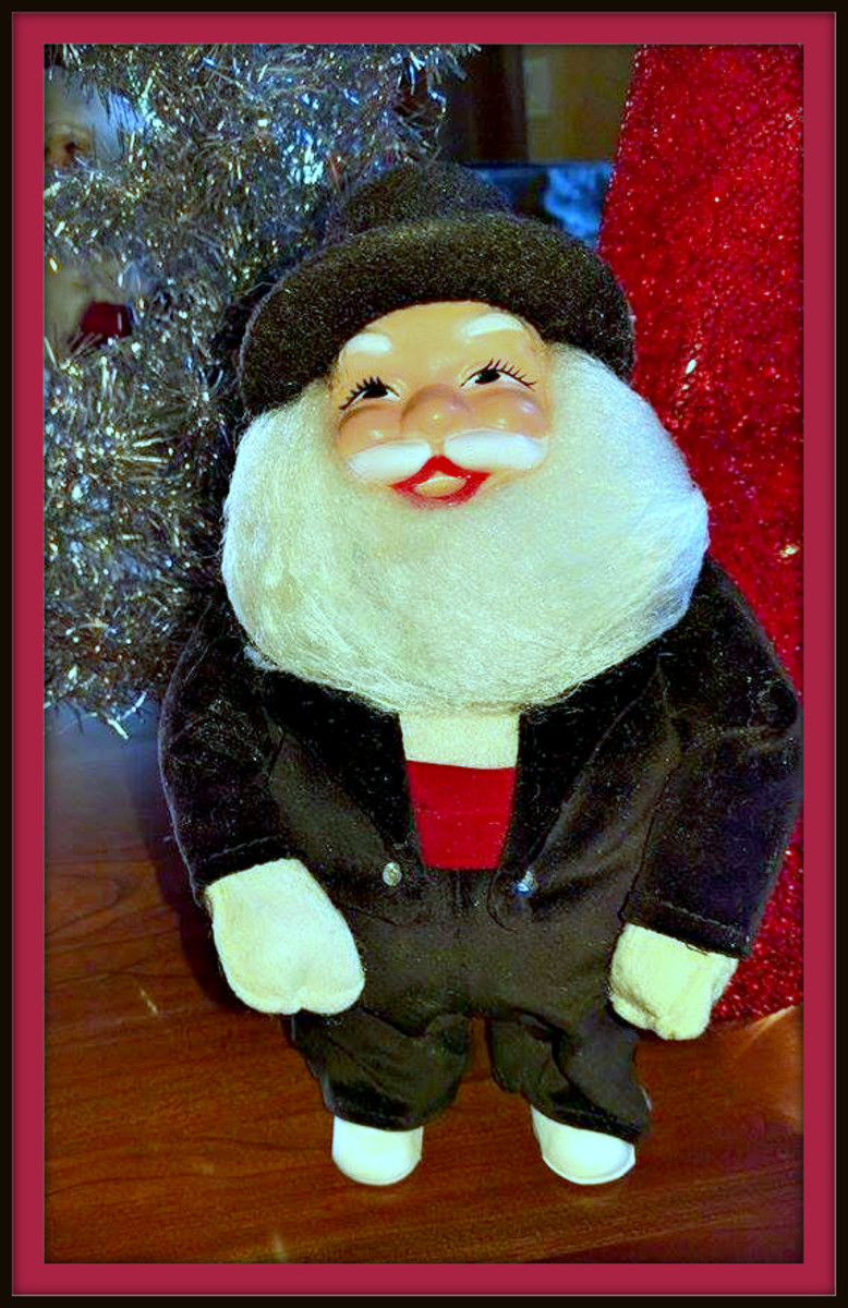 Here is another one of Debbie's amazing Santa's this is a Happy New Year Santa, dress in his tuxedo to cerebrate the ringing in of the new year. He is also a custom made Santa for a department store window display.