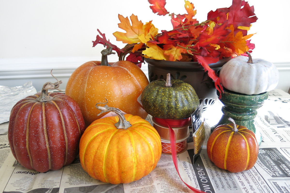 Materials for making your stacked pumpkin decoration.