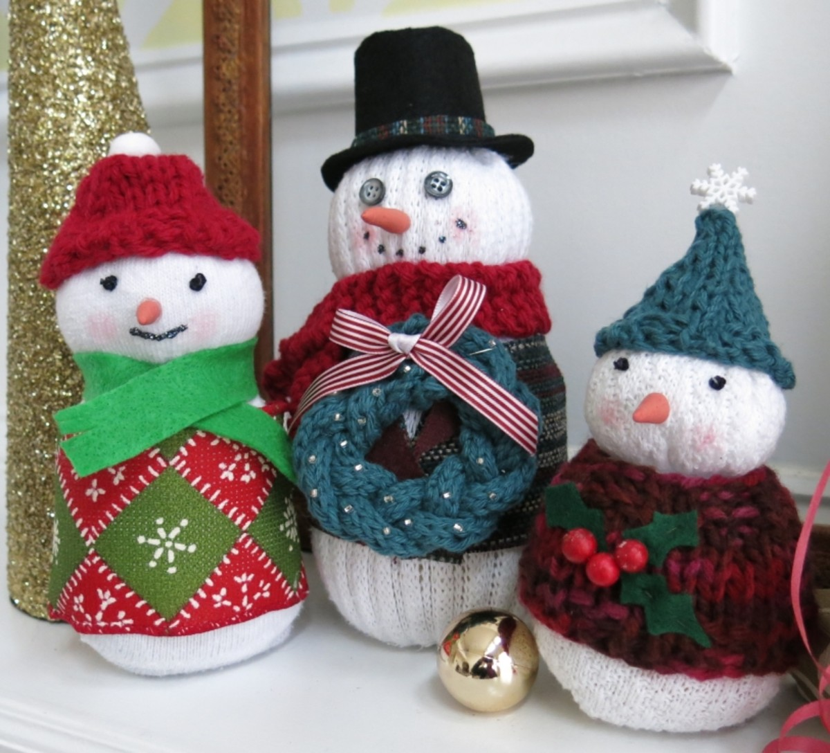 How to Make a Sock Snowman Family