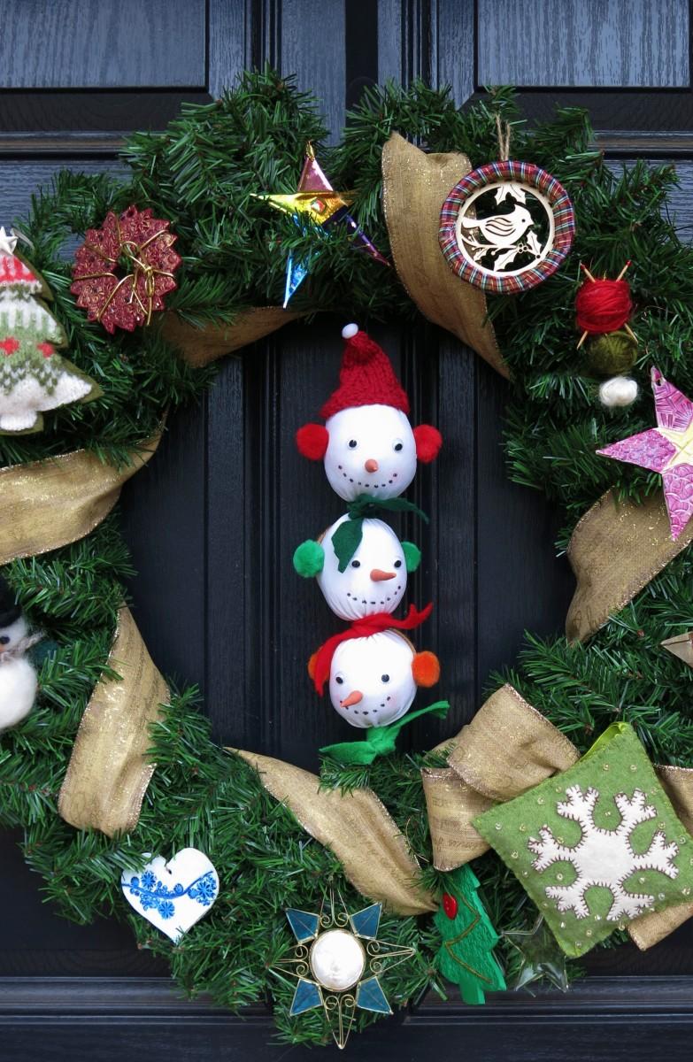 Making Three Snowmen's Heads in a Row Decoration