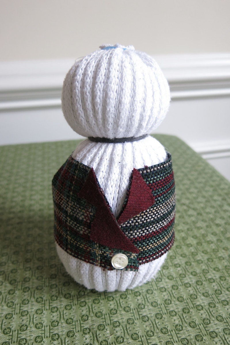 diy-craft-tutorial-three-different-ways-to-make-sock-snowmen