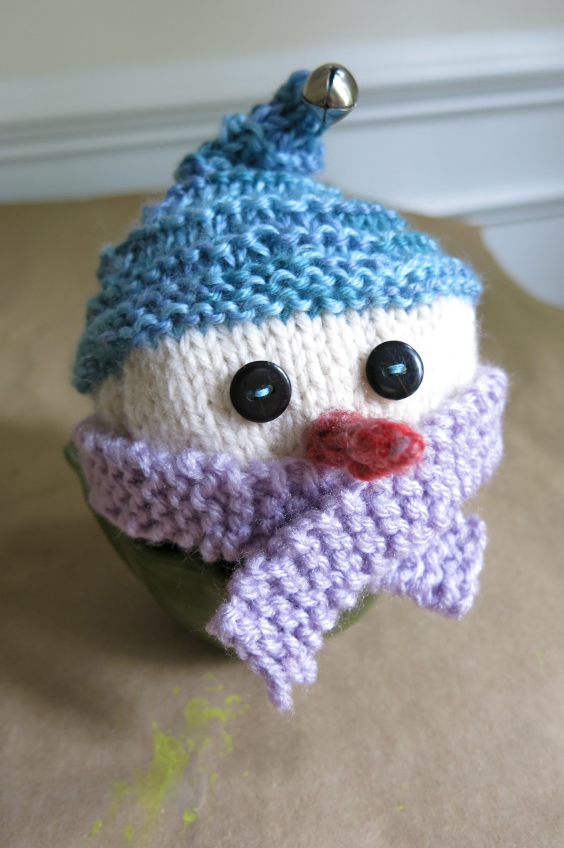 free-knitting-pattern-cozy-snowmen-christmas-ornaments