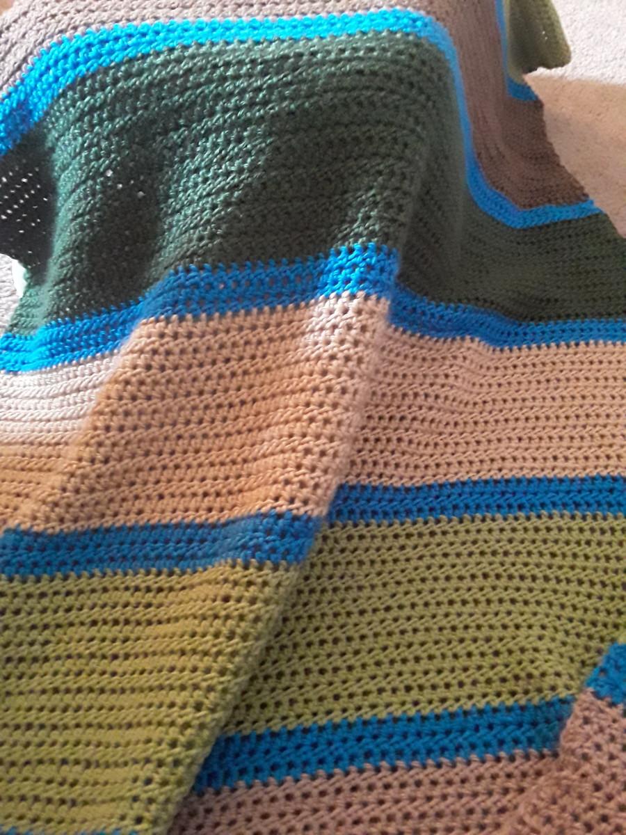 Free Crochet Pattern: Striped Baby Blanket