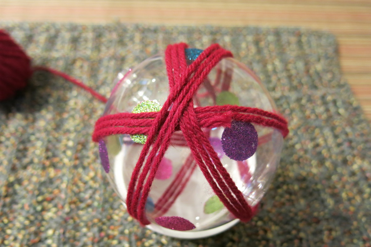 Making a Yarn Ball Christmas Decoration