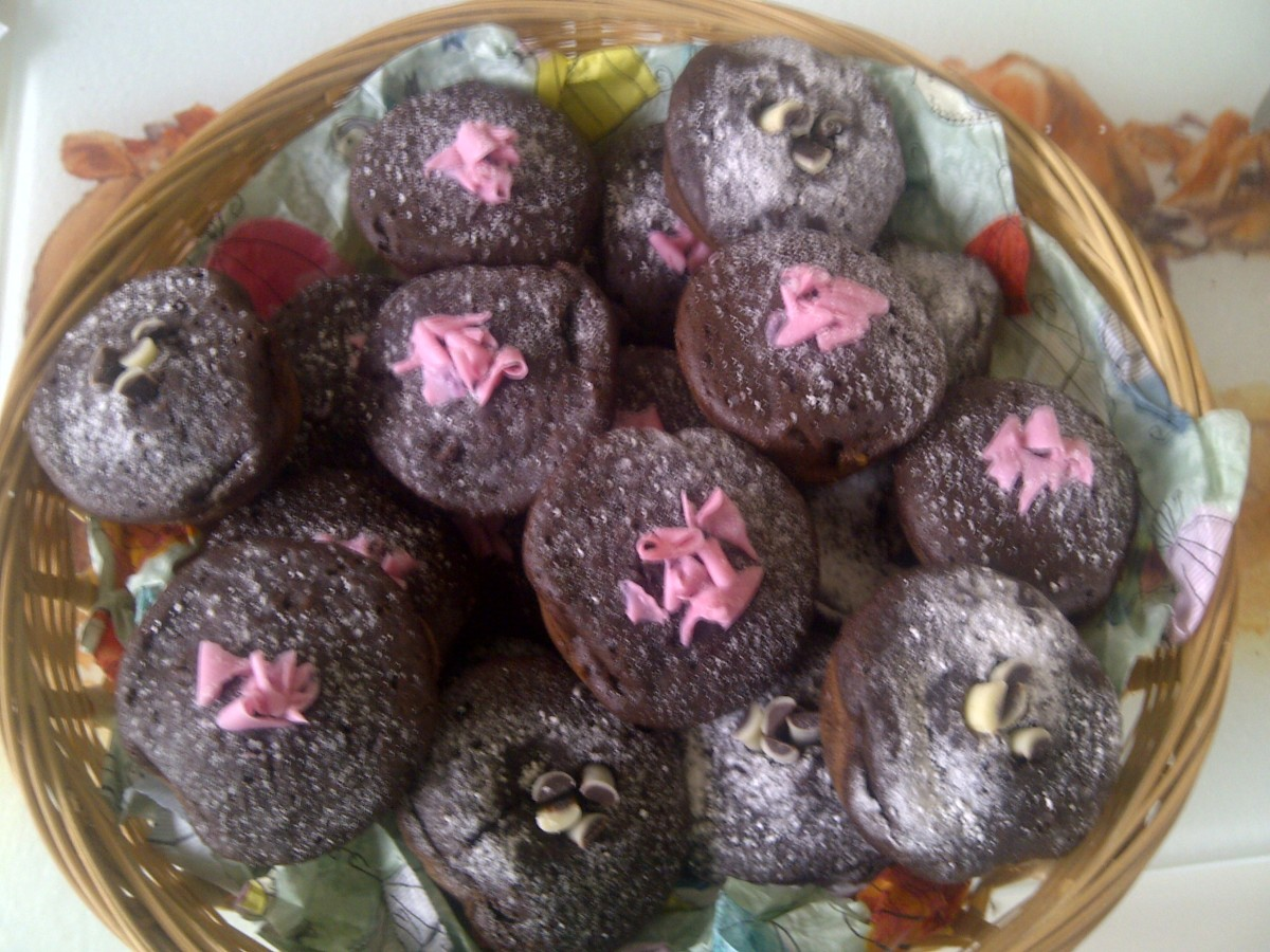A basketful of homemade mini muffins, or sweets, or preserves makes a perfect gift anytime of year...for Christmas versions line the basket/hamper with Christmas themed tissue paper! Add bows! Have fun!