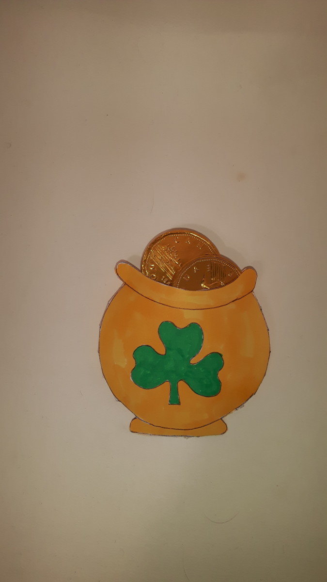 The pot of gold with 6 chocolate gold coins.