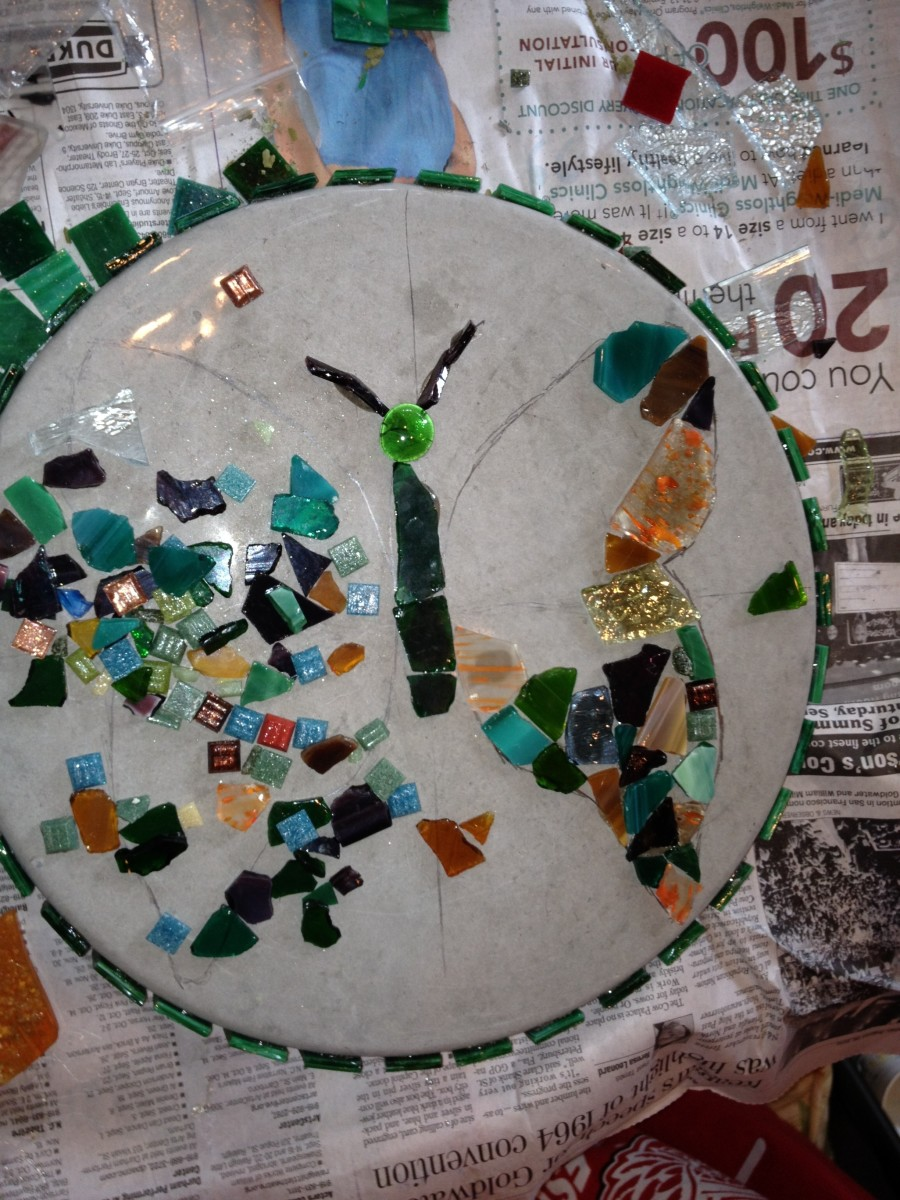 Glue the mosaic pieces