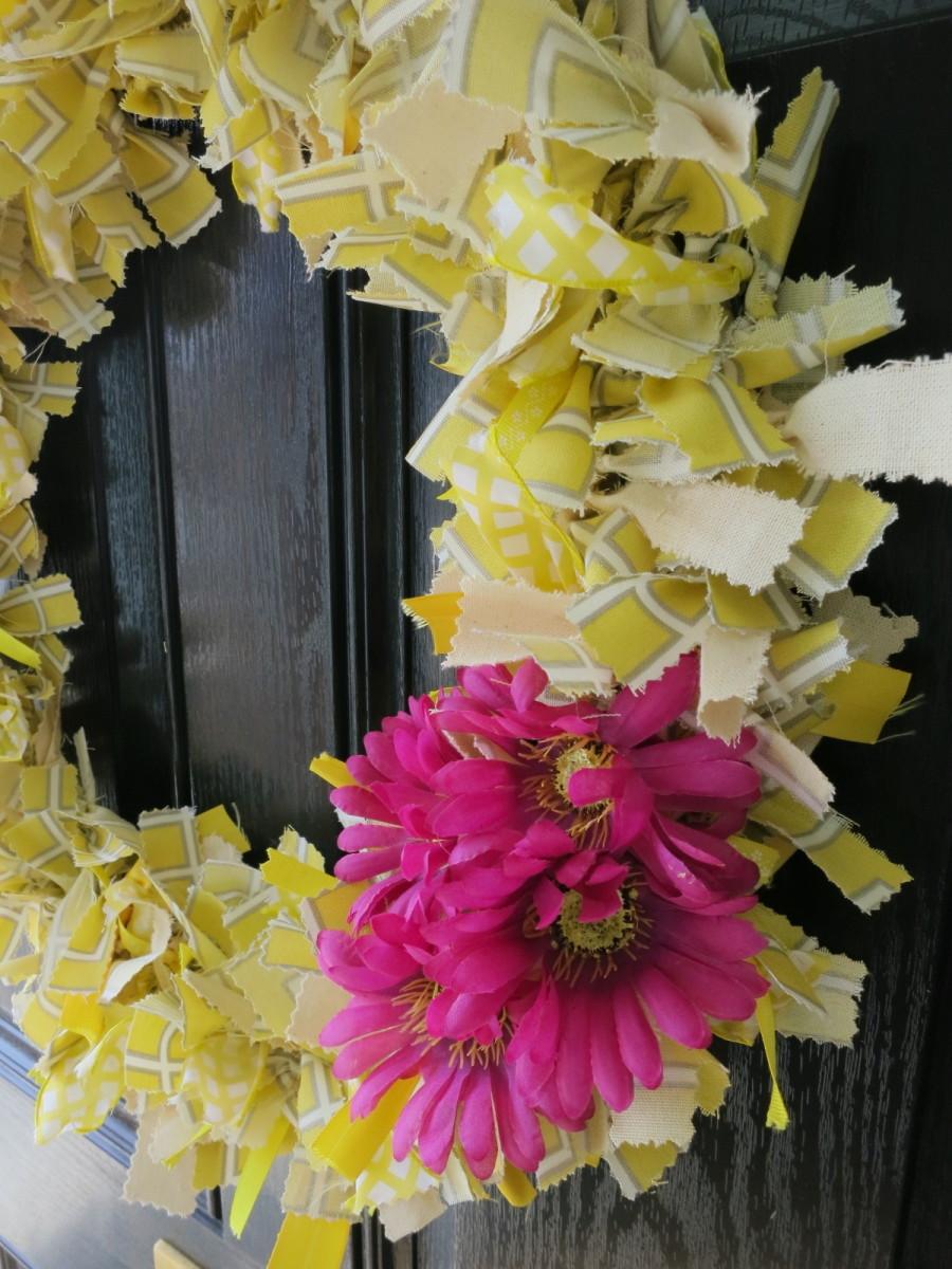 Diy Handmade Craft How To Make A No Sew Scrap Fabric Welcome Wreath Feltmagnet Crafts