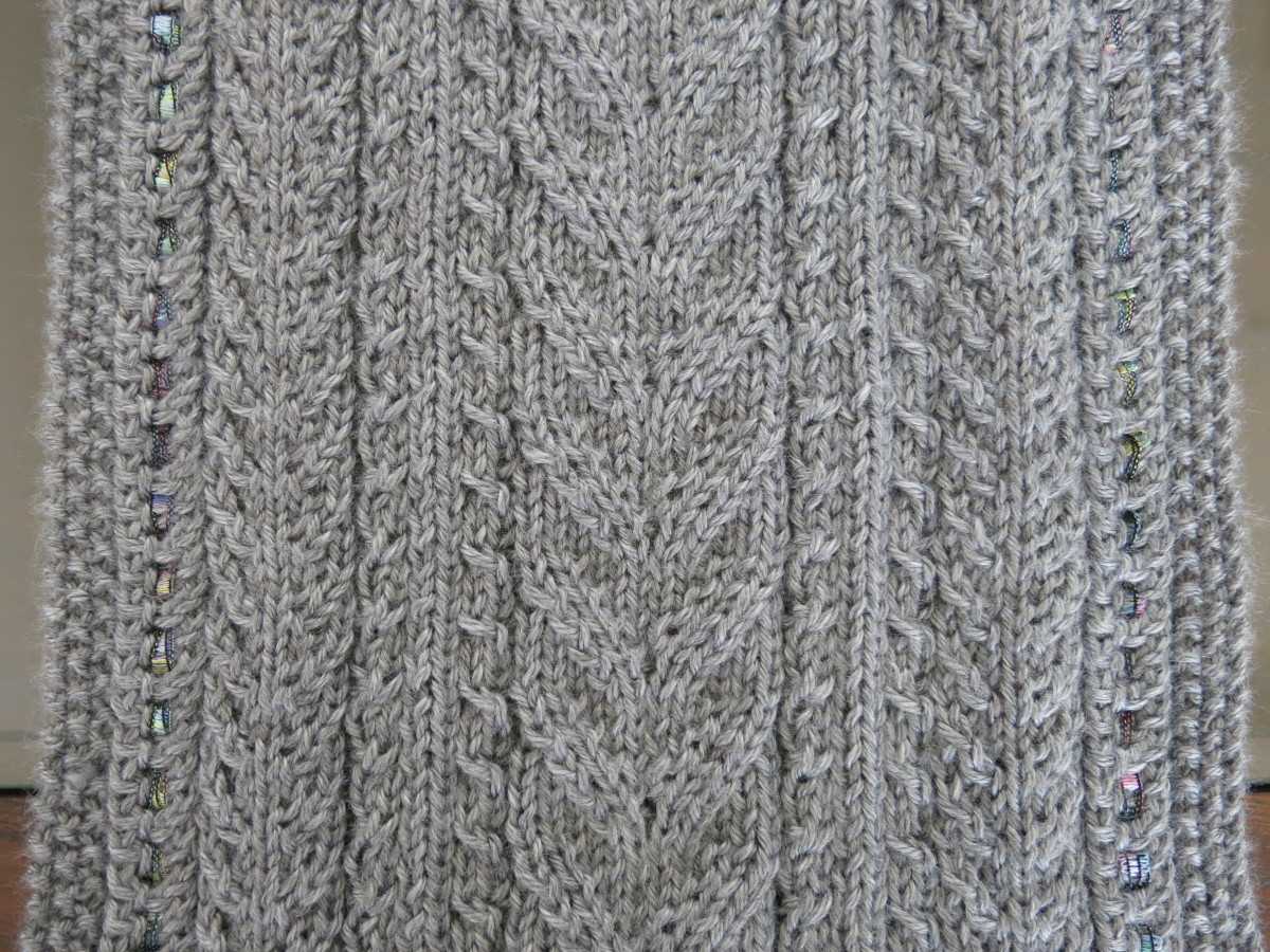 Free Knitting Pattern: Lace & Cables Table Runner FeltMagnet