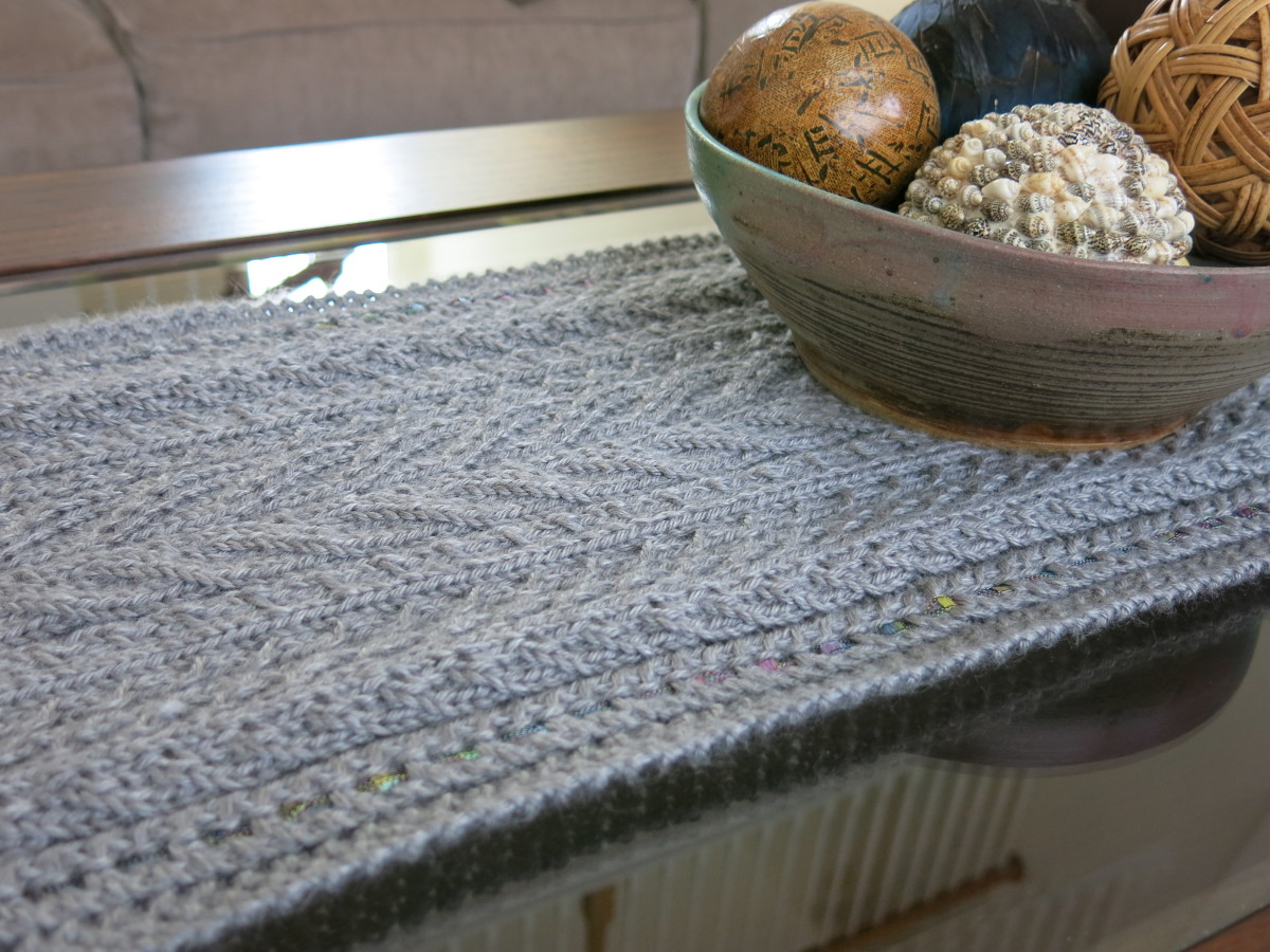 Knitted Table Runner Lace Pattern : Free Knitting Pattern: Lace & Cables Table Runner