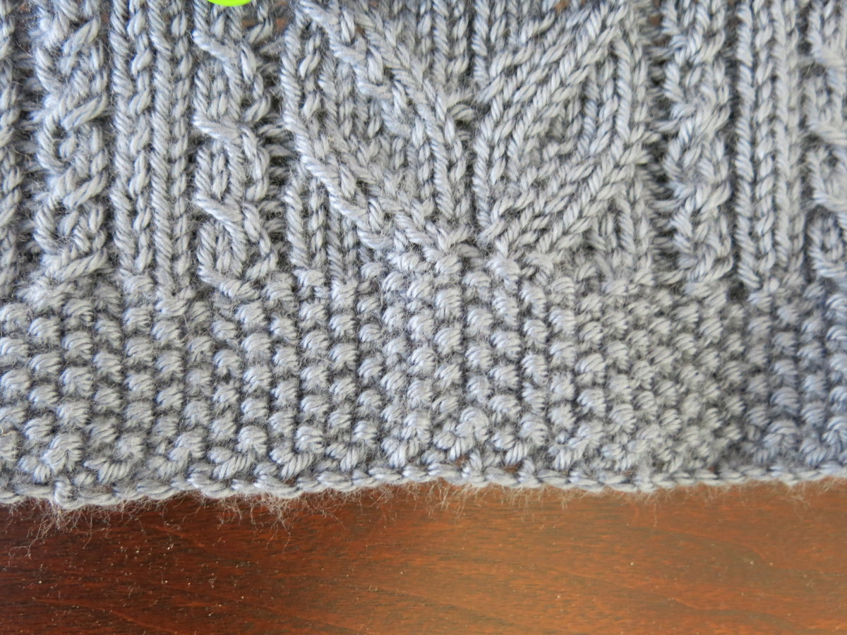 Lace & Cables Table Runner with seed stitch border