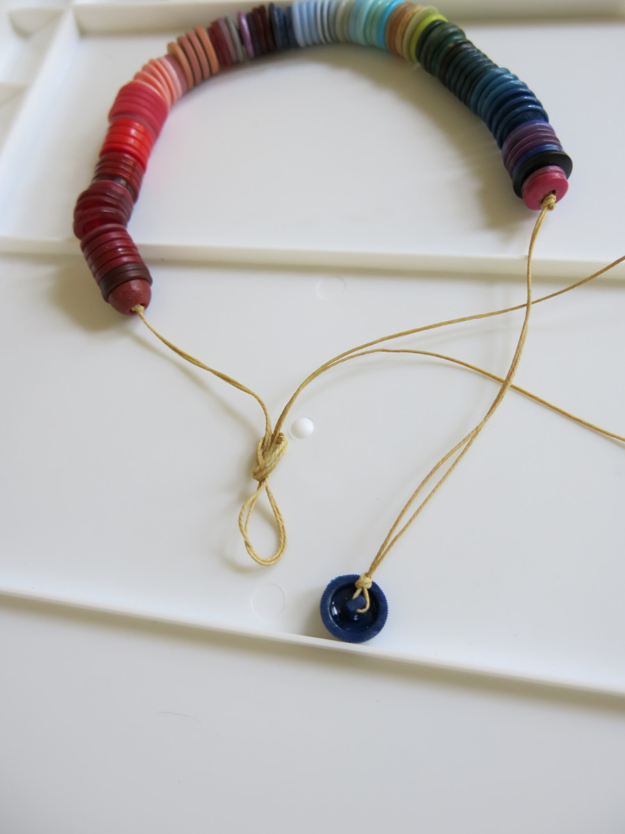 making the closure for your ombré button necklace