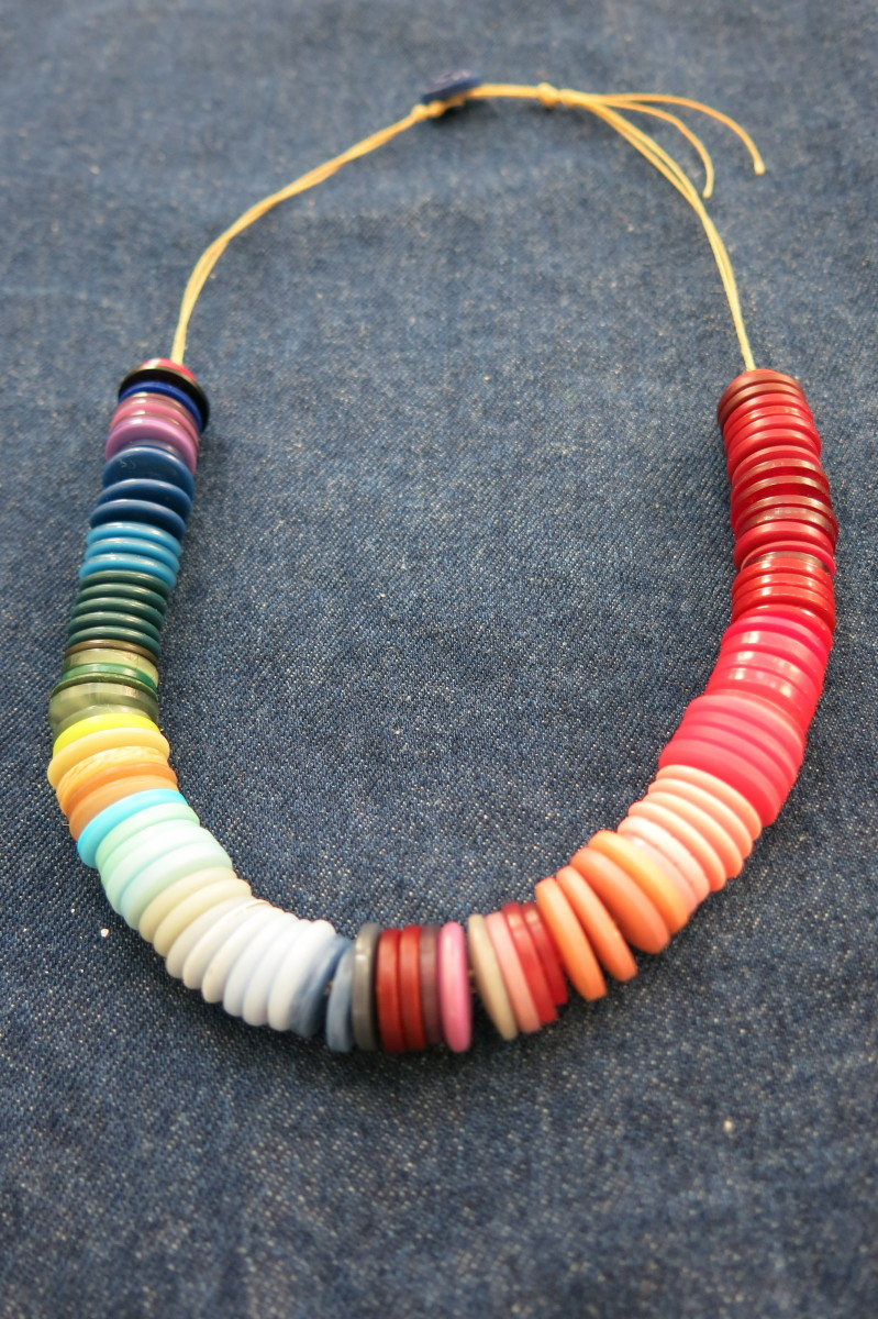finished ombré button necklace