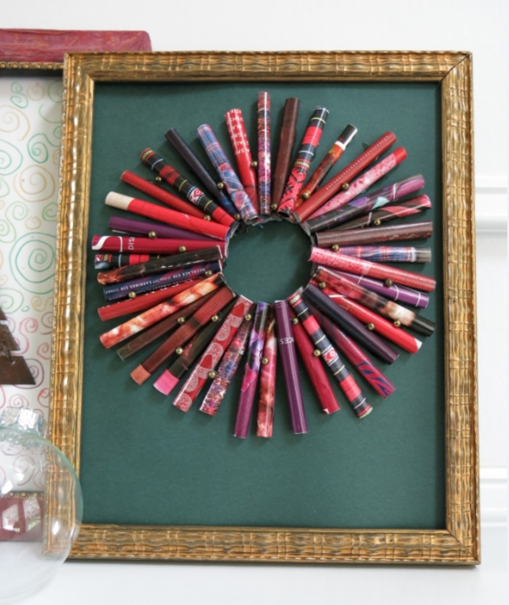 Rolled paper wreath, decorated with gold beads (or you could use buttons!)