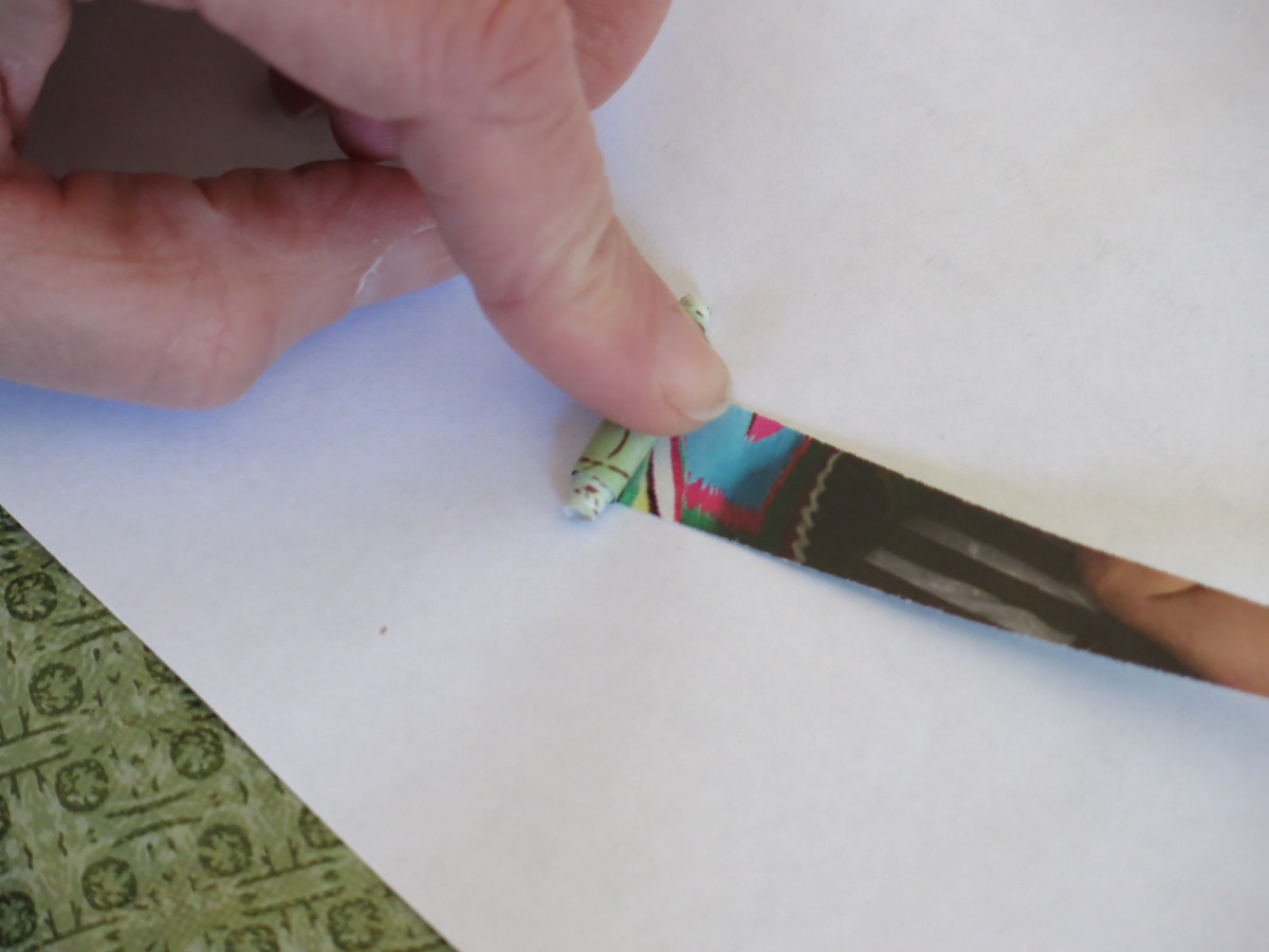 rolling your paper bead