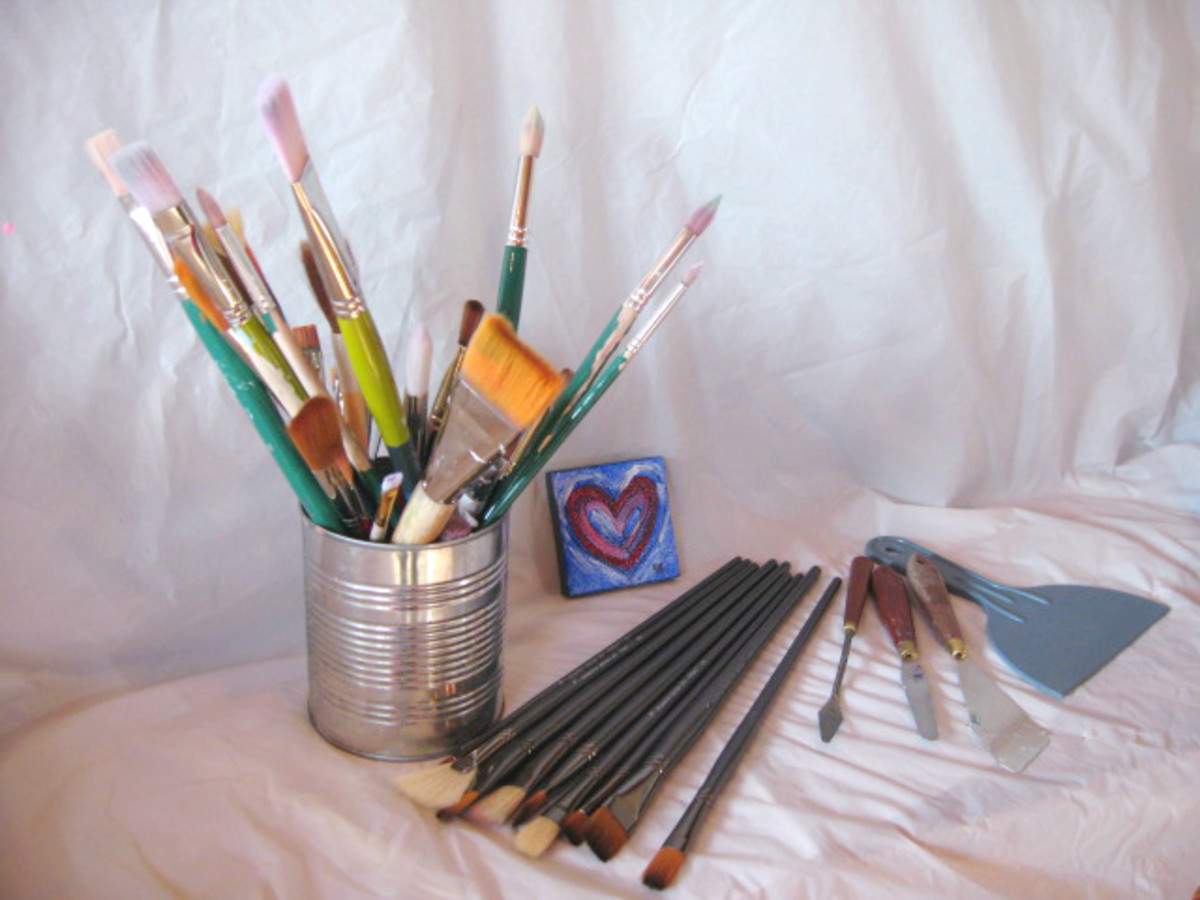 Brushes and paintings knives for Acrylic painting, good also for oil painting.
