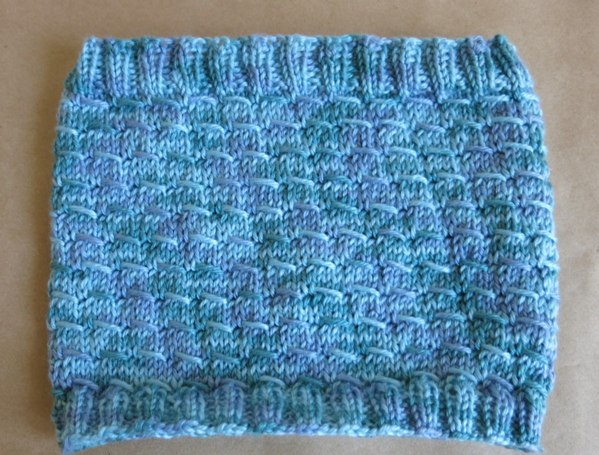 Slightly Shifting Knitted Cowl Pattern