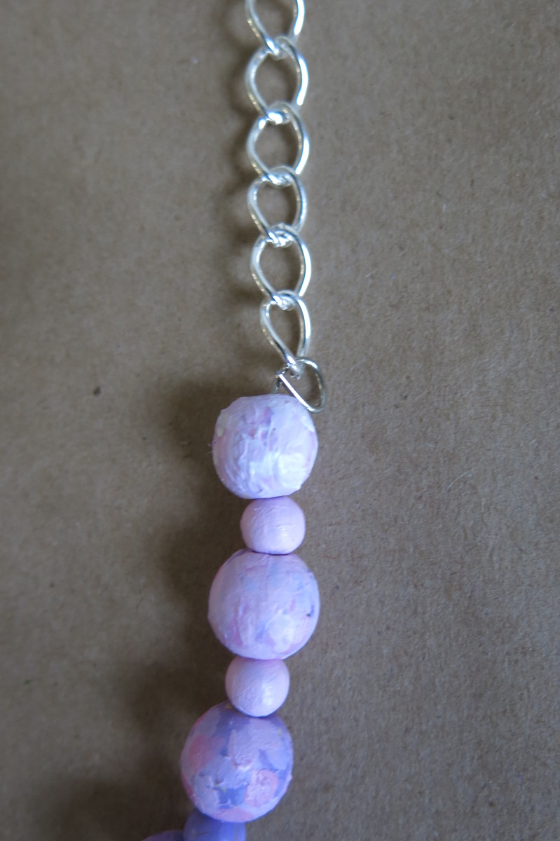 Attaching memory wire to a necklace chain using a loop