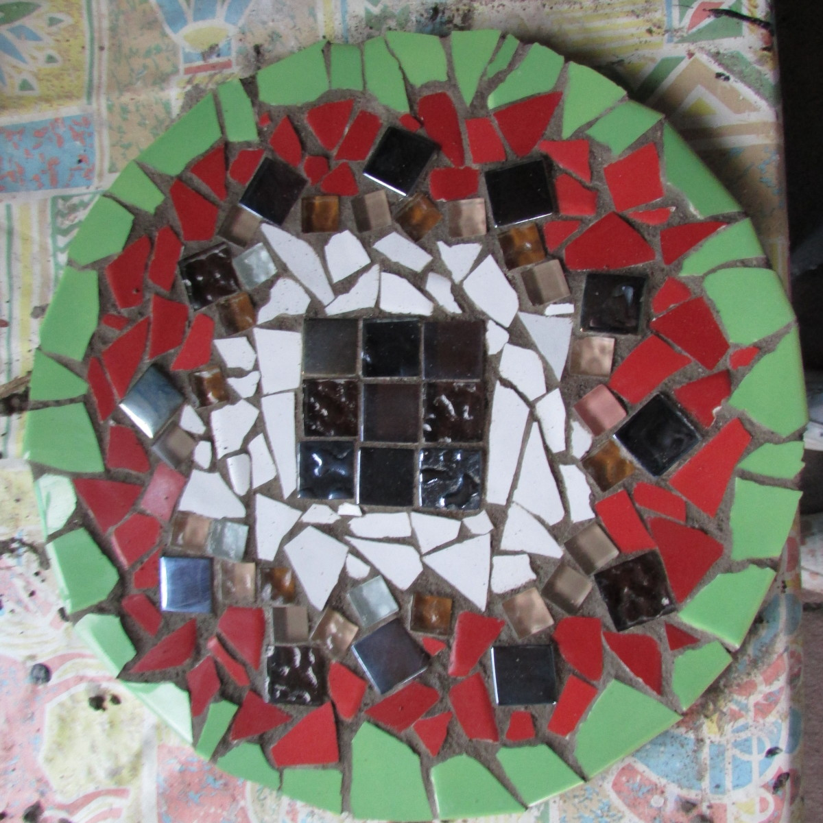 How To Make Mosaic Designs For A Table With Ceramic Tiles Feltmagnet Crafts