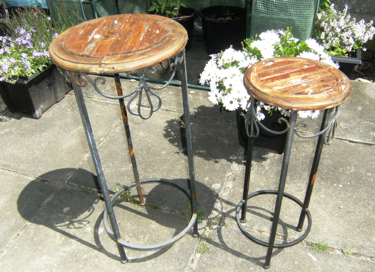 These are the 2 old tables that I transformed with my Mosaic designs.