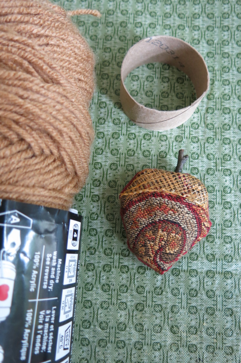 Materials for making a scrap fabric napkin ring