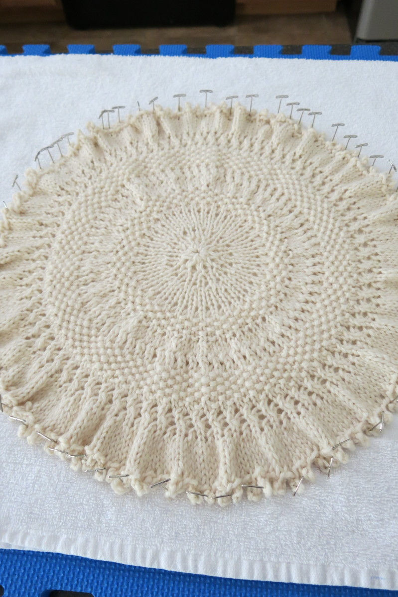 Knit Tree Skirt Pattern : Free Knitting Pattern: Knitted Tree Skirt for Small Table-Top Christmas Tree ...
