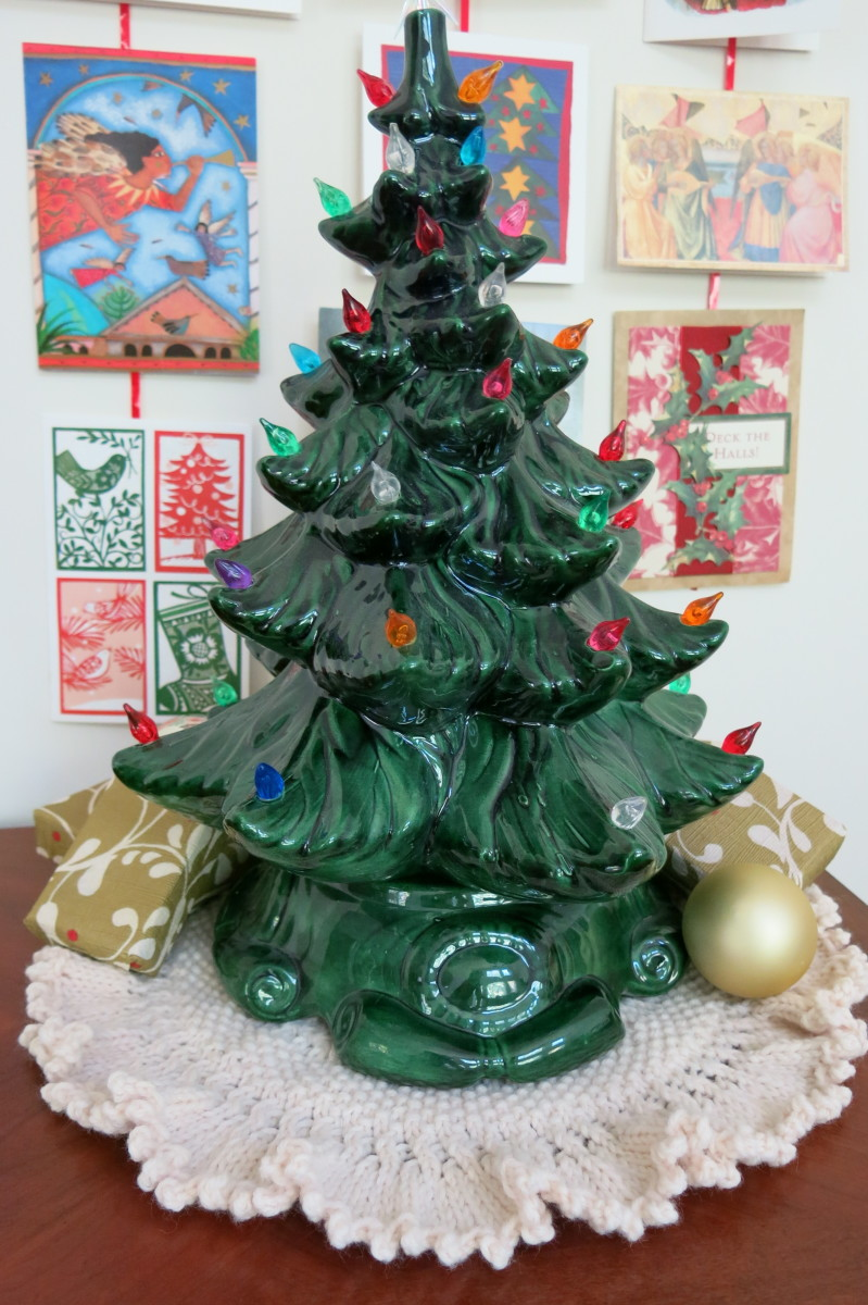 Free Knitting Pattern for Tree Skirt for Table Top Christmas Tree