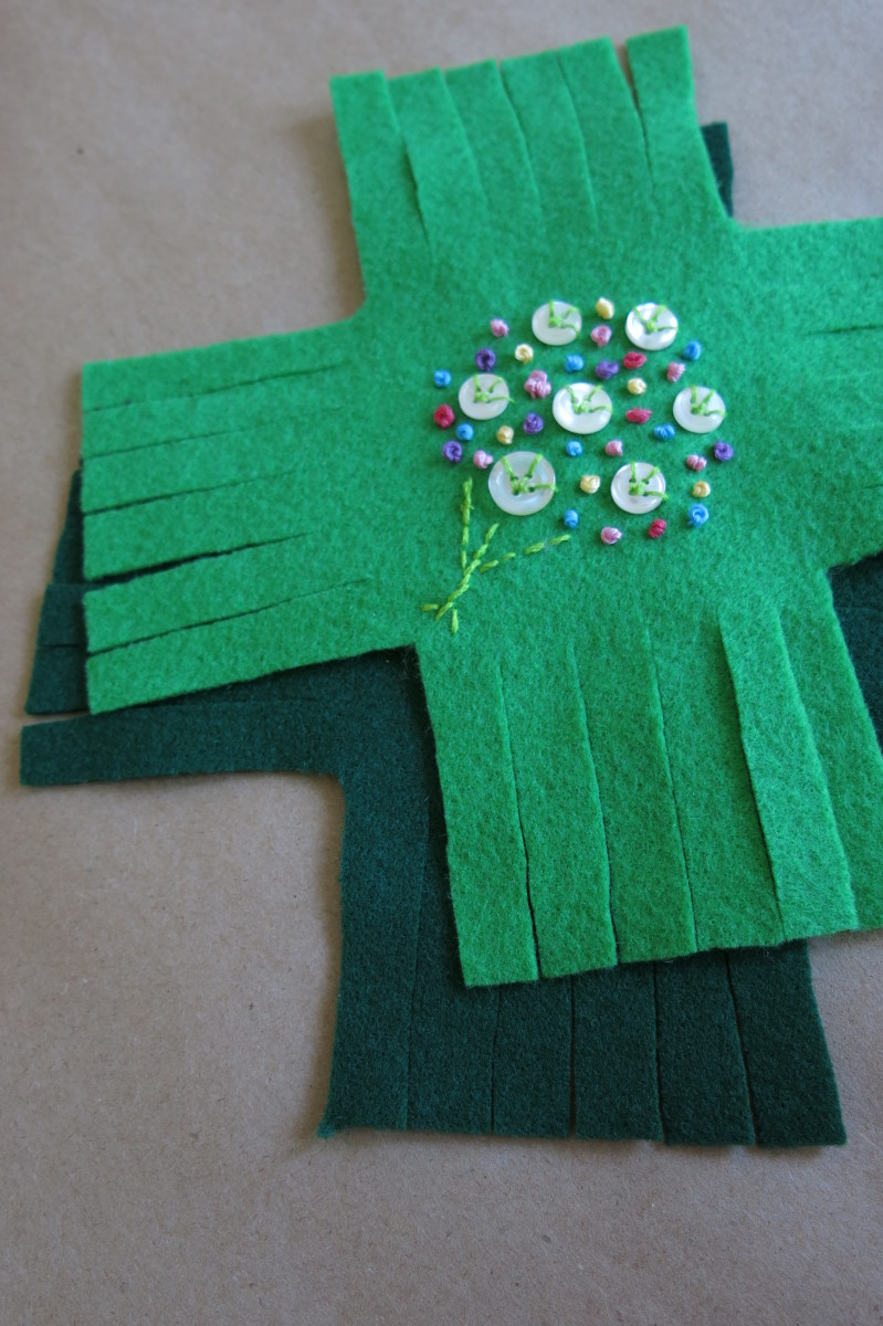 Cut your felt into fringe pieces to start making your no-sew pincushion.