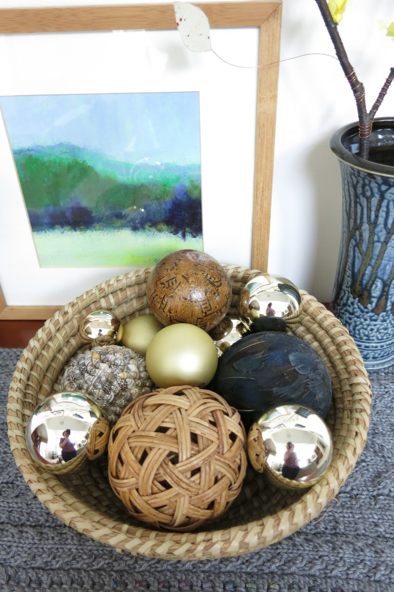 Mix your metallic ornaments with neutrals or natural elements to use them in your home all year.