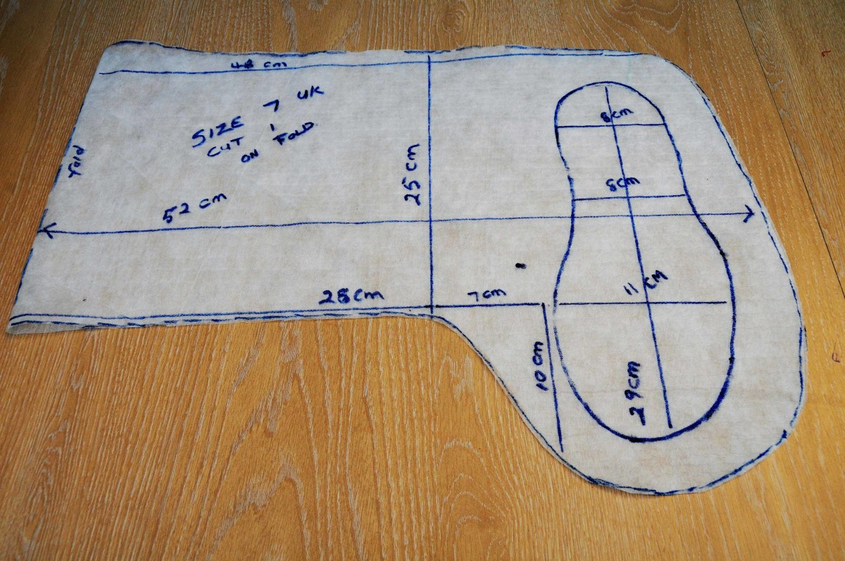 Boot template with measurements.