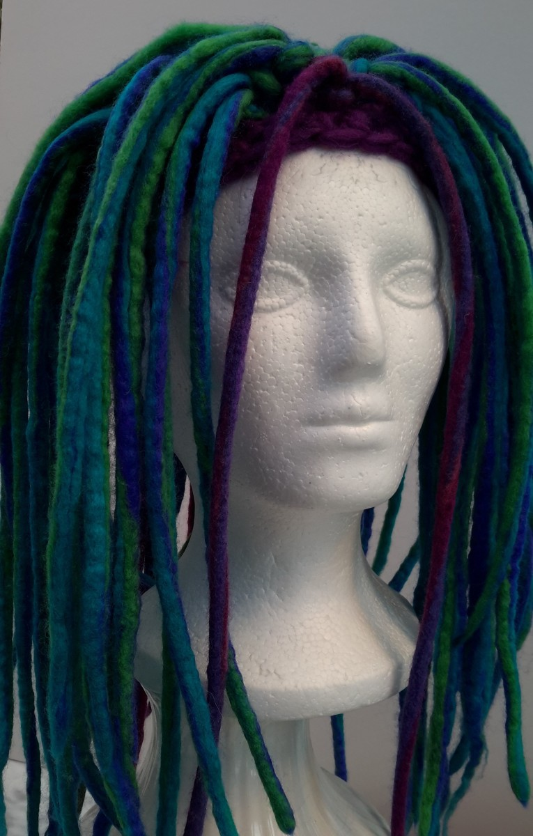 The polystyrene mannequin is very useful to ensure the dreads look realistic on the head.