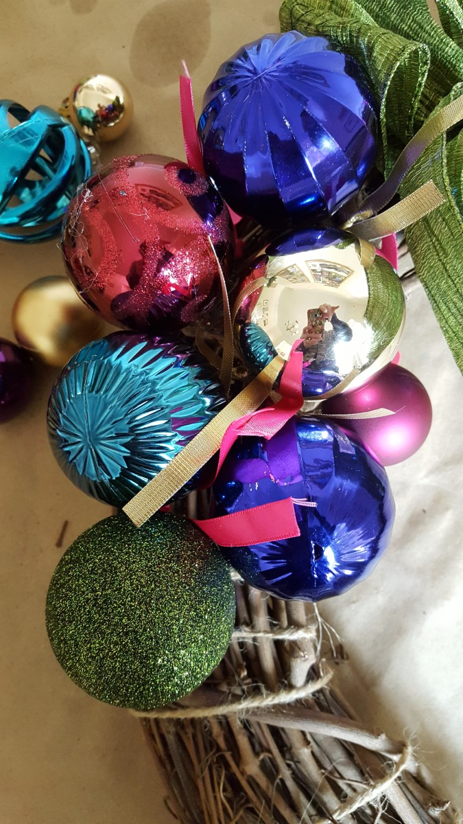 Placing your Christmas balls to make an ornament wreath