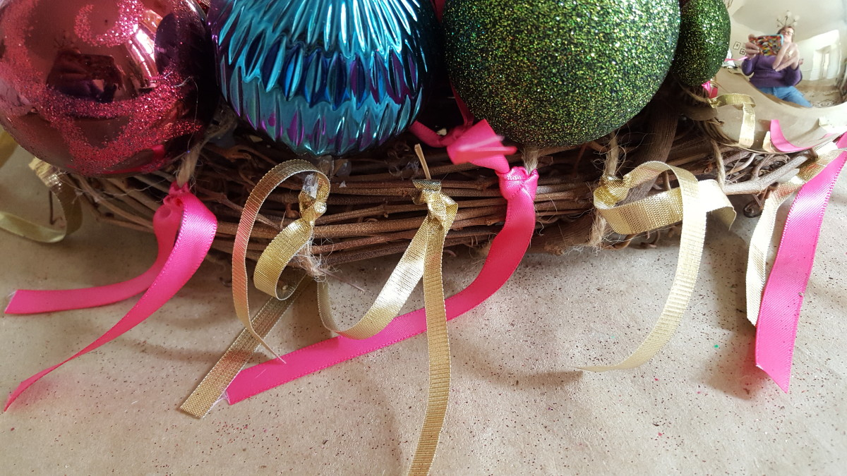 Finishing the edges of your ornament wreath