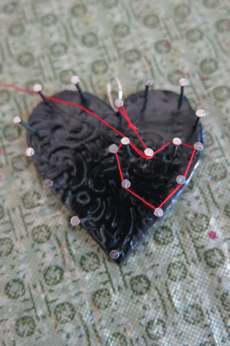 diy-jewelry-tutorial-how-to-make-a-string-art-necklace-pendant
