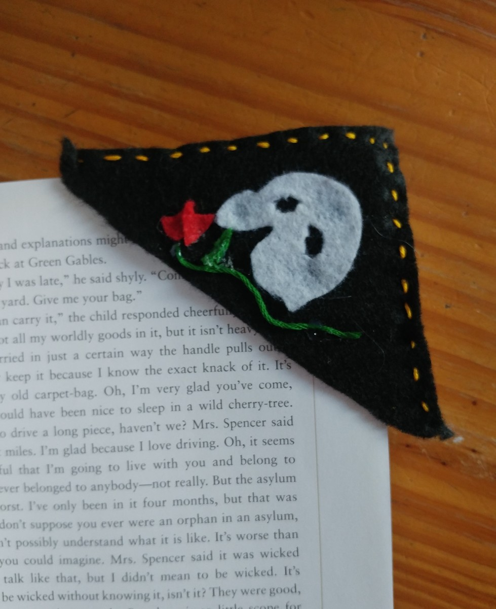 The ideal bookmark for readers of mystery novels.