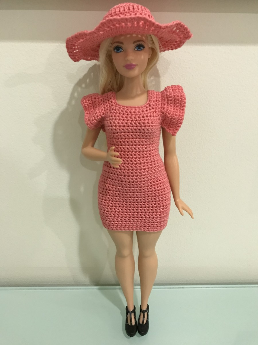 Curvy Barbie Hat with Flutter Sleeve Bodycon Dress