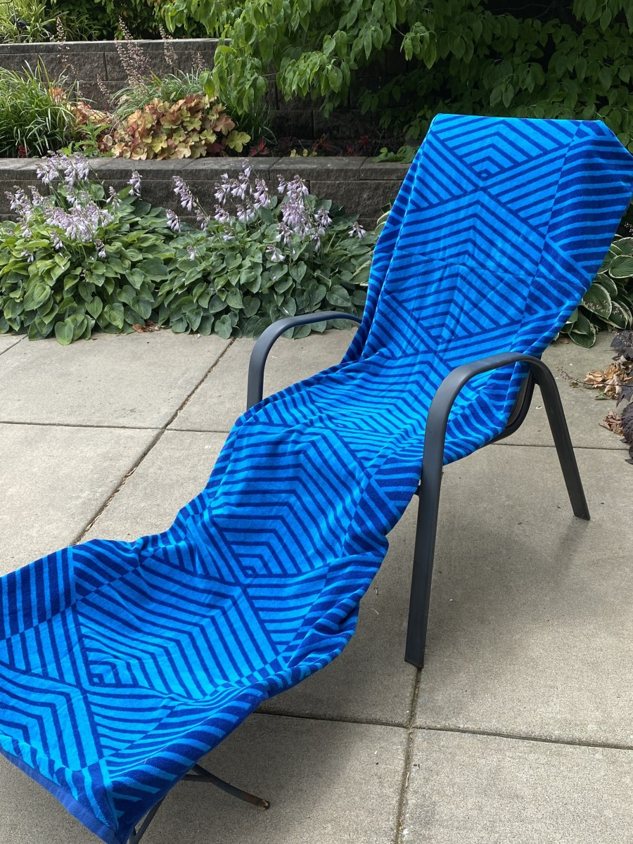 How to Make a Lounge Chair Cover With Pockets From Beach Towels or Bath Towels