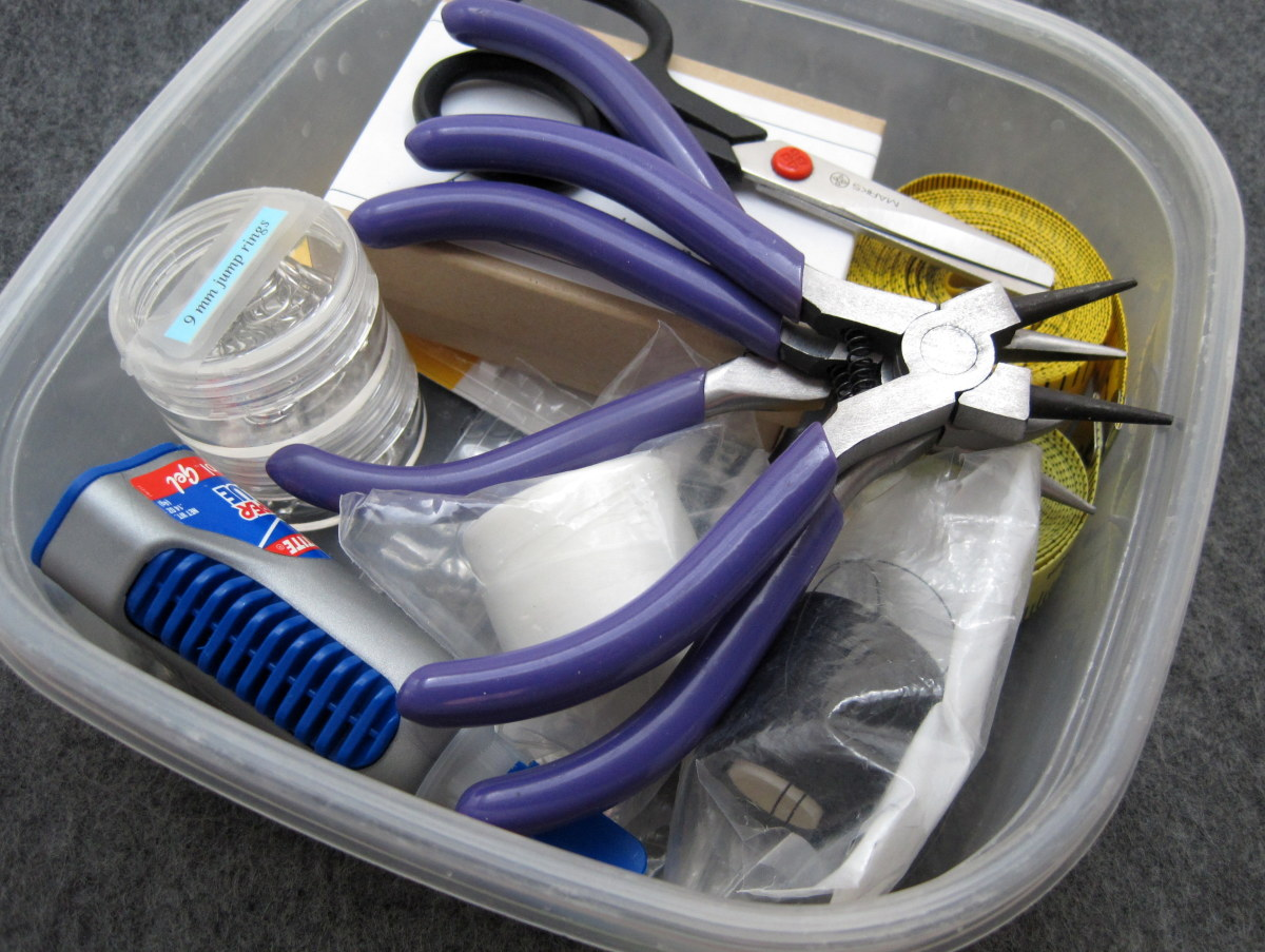 I use a small Tupperware container for my tools, but you can use any sized container that is appropriate for your craft tools.