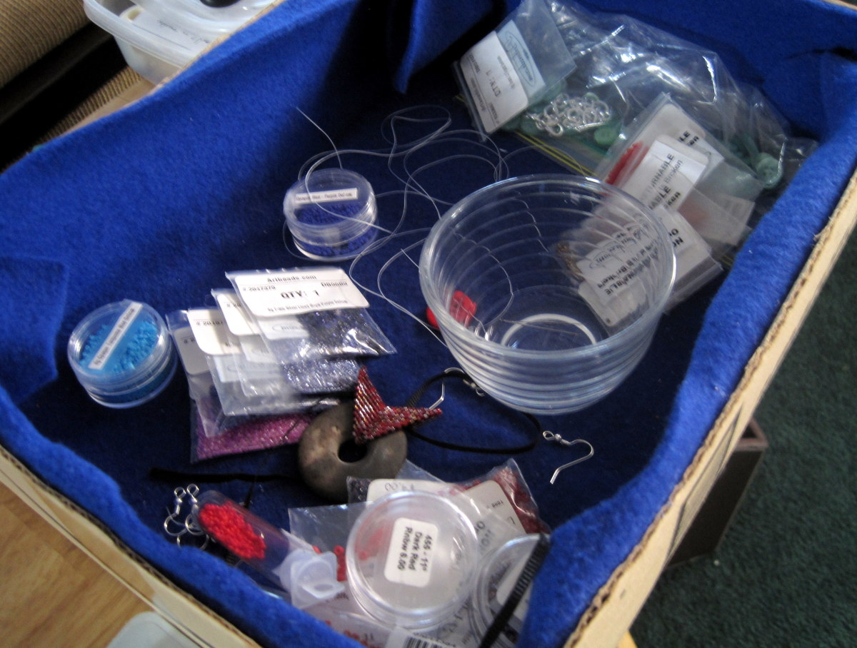 I use this lined box for storing large quantities of beads for in progress pieces or for organizing bead lay outs for future pieces.