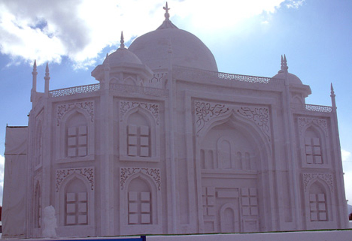 Full-sized Taj Mahal.