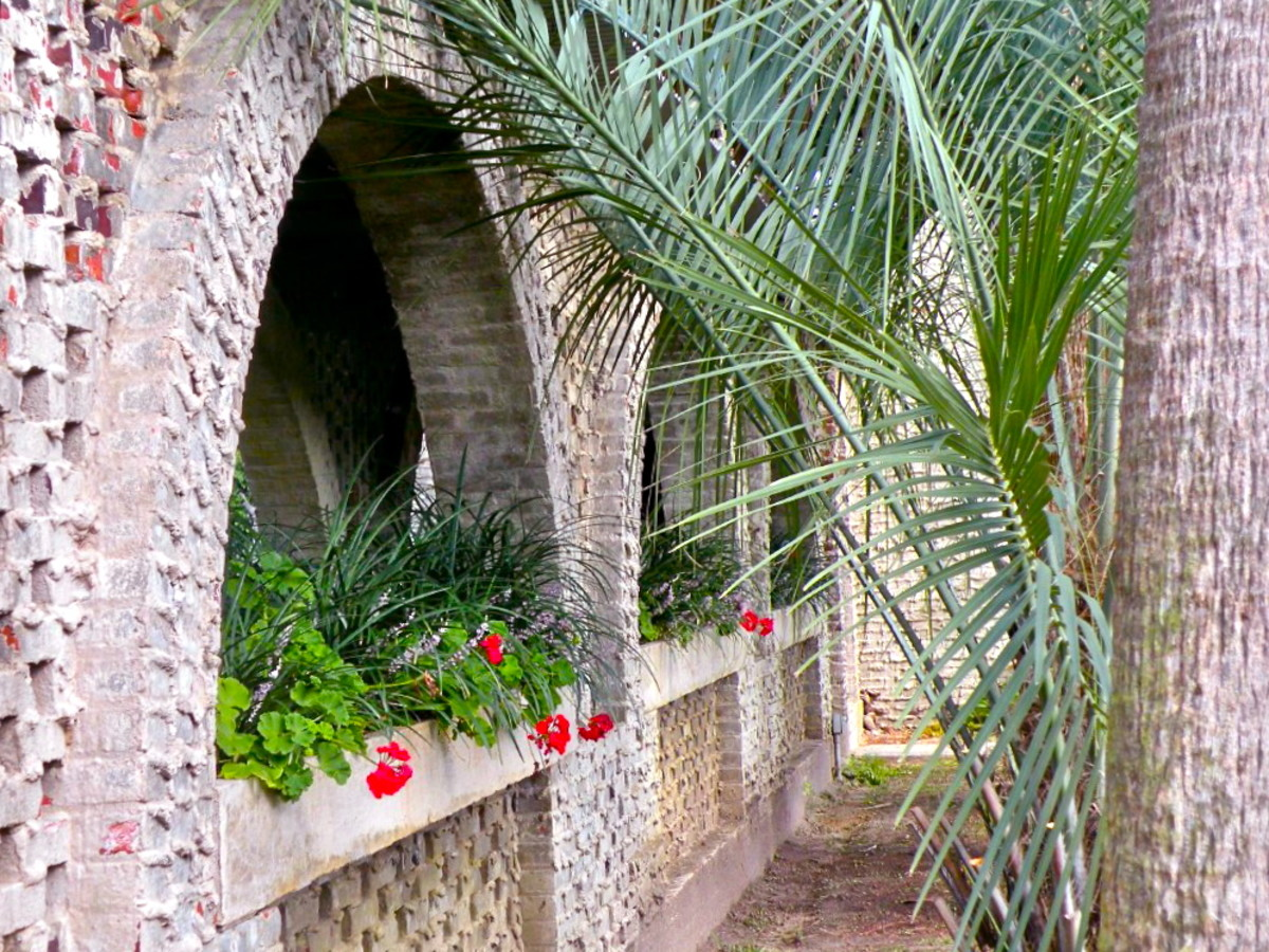 The open arches in the walkway look out into the shaded courtyard on both sides.