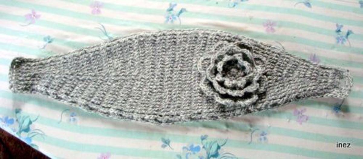 Knitted-look headband.