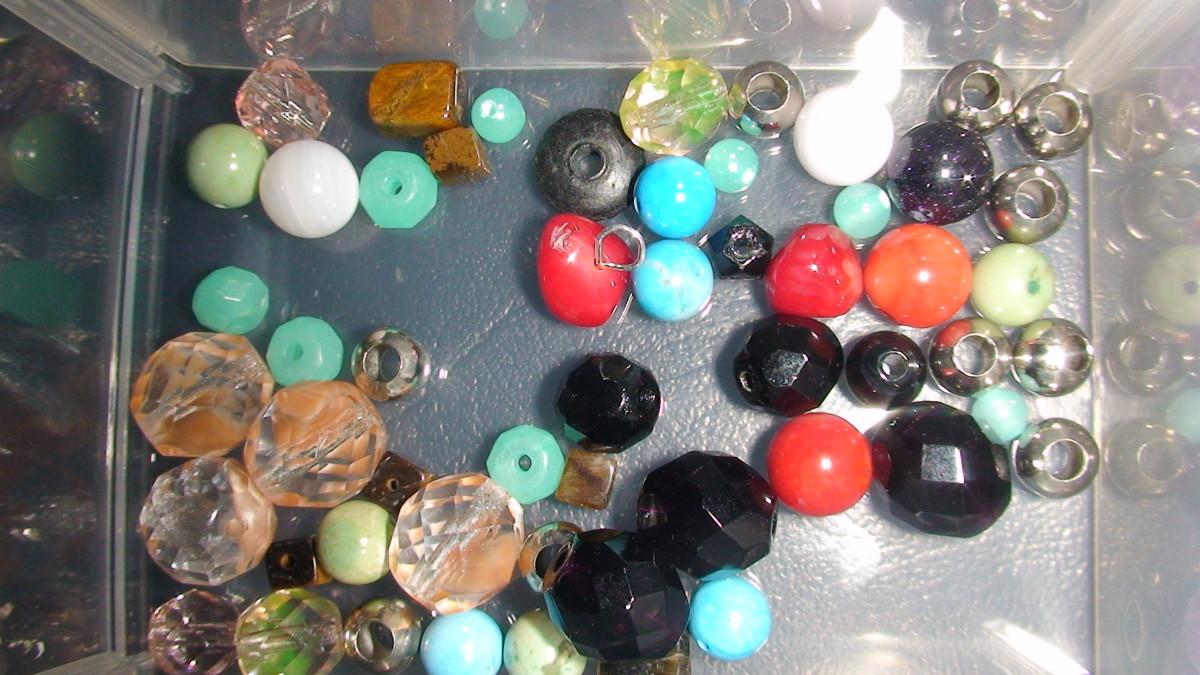 Various glass beads