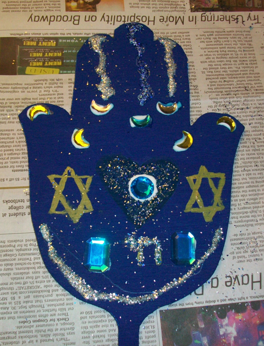 A finished hamsa. The glue will dry clear.