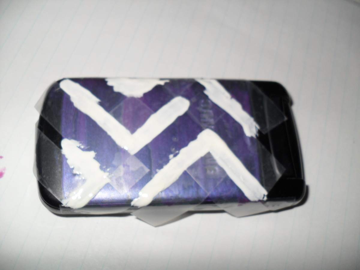 Painting a design on your cell phone with nail polish