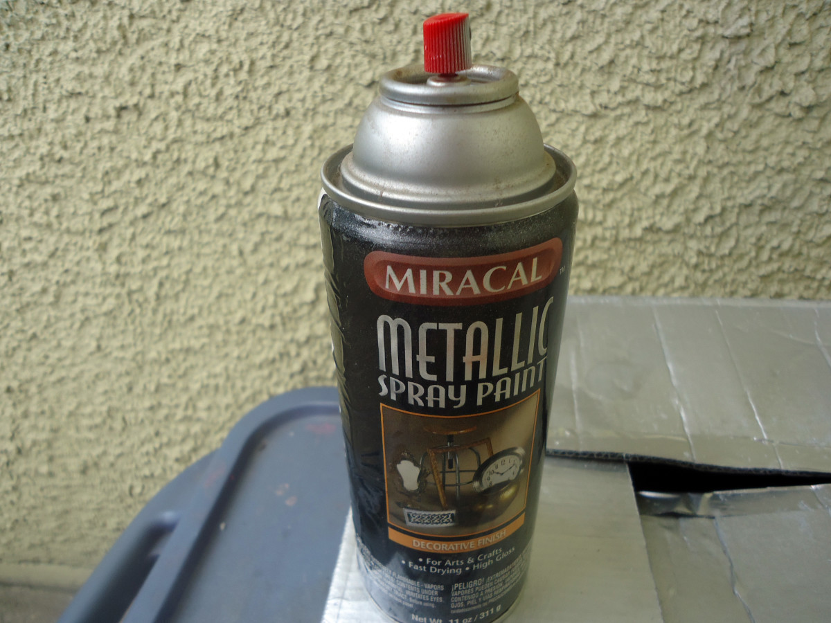 Silver spray paint I used to paint the exterior of the contact case