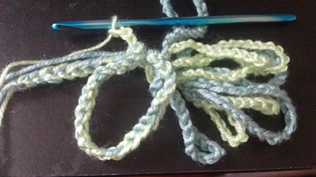 Continue alternating colours down the chain.